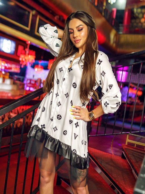 biala-koszula-damska-zakonczona-falbanka