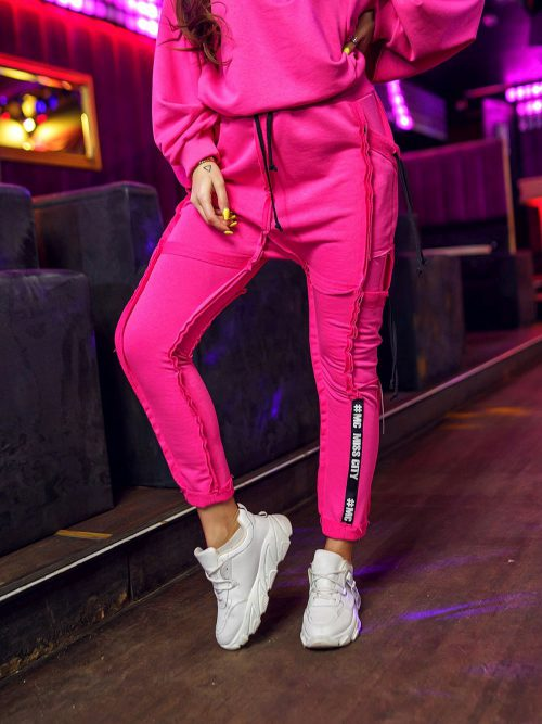 rozowe-spodnie-damskie-z-przeszyciami-i-tasmami