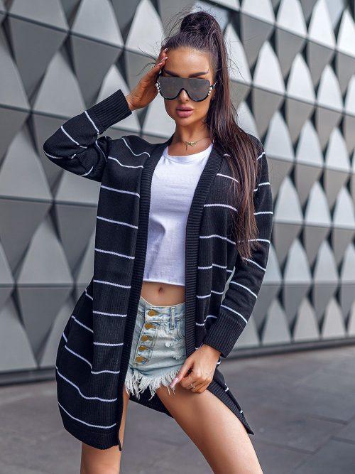 czarny-sweter-damski-w-cienkie-paski-01