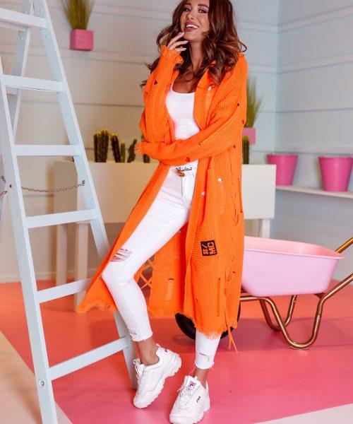 pomaranczowy-sweter-damski-dlugi-w-dziury (5)