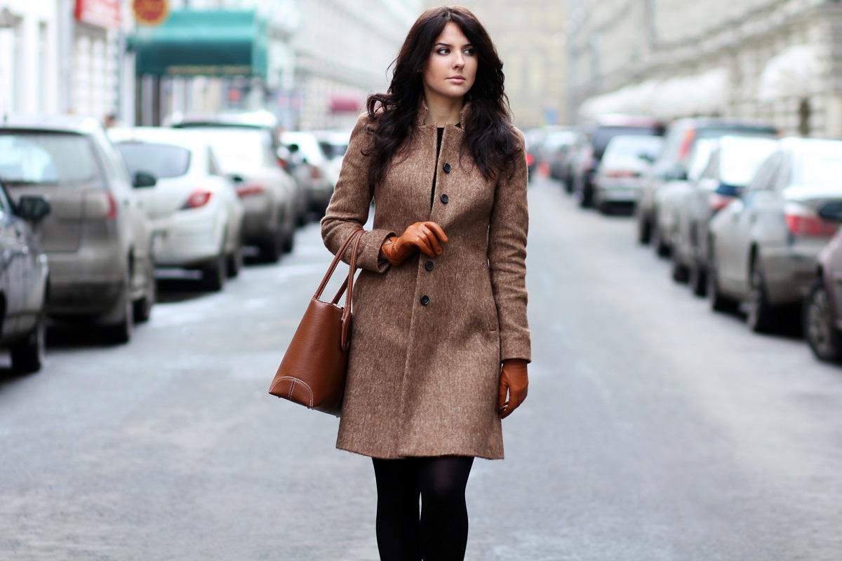 Jak dobiera się odpowiednią długość płaszcza damskiego?