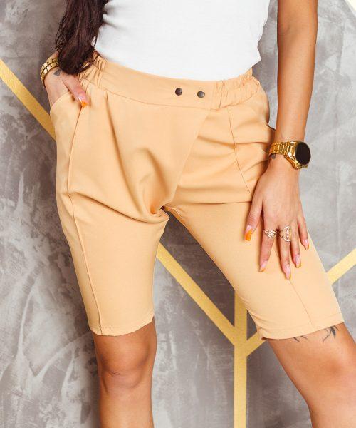 bezowe-spodnie-damskie-kolarki-z-gumka-w-pasie-i-nakladka (3)