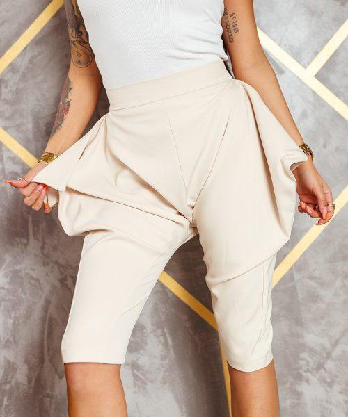 bezowe-spodnie-damskie-kolarki-z-zapieciem-z-przodu-do-kolana (3)