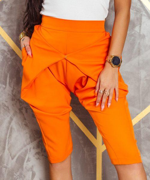 pomaranczowe-spodnie-damskie-kolarki-z-zapieciem-z-przodu-do-kolana (3)