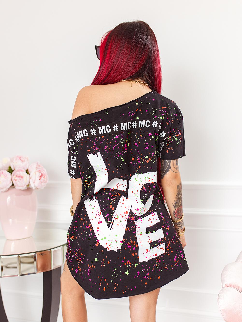 czarna-bluzka-damska-z-dekoltem-w-lodke-w-kolorwe-plamki-z-napisem-love (5)