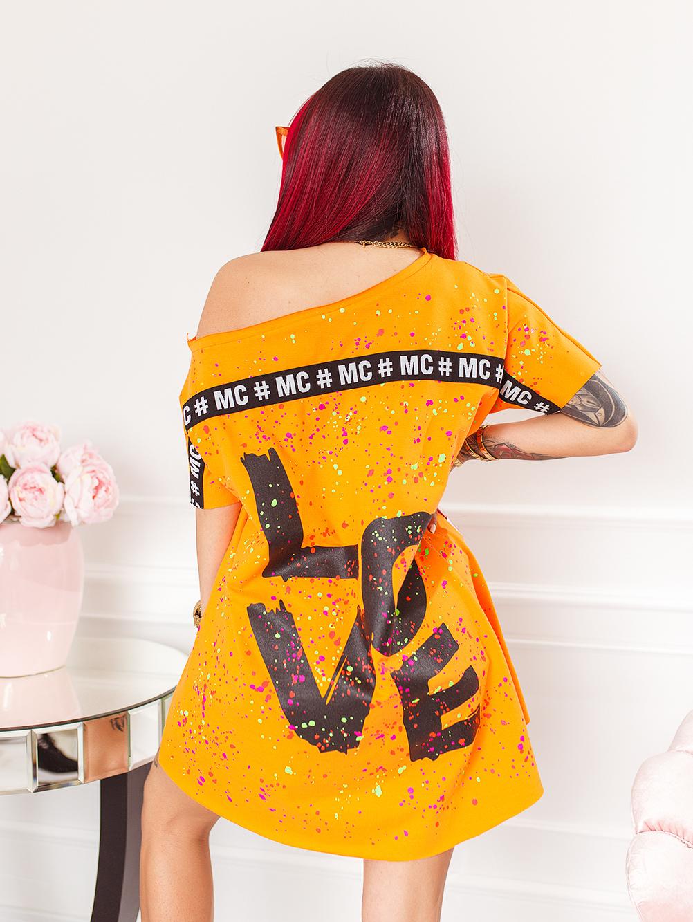 pomaranczowa-neonowa-bluzka-damska-z-dekoltem-w-lodke-w-kolorwe-plamki-z-napisem-love (1)
