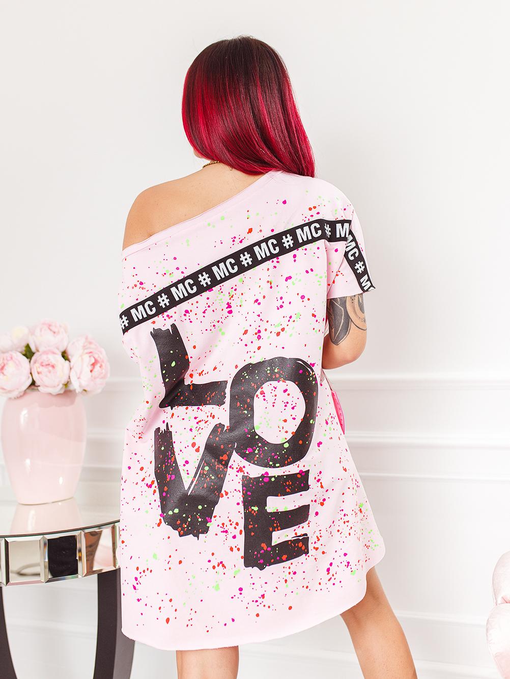 pudrowa-rozowa-bluzka-damska-z-dekoltem-w-lodke-w-kolorwe-plamki-z-napisem-love (4)