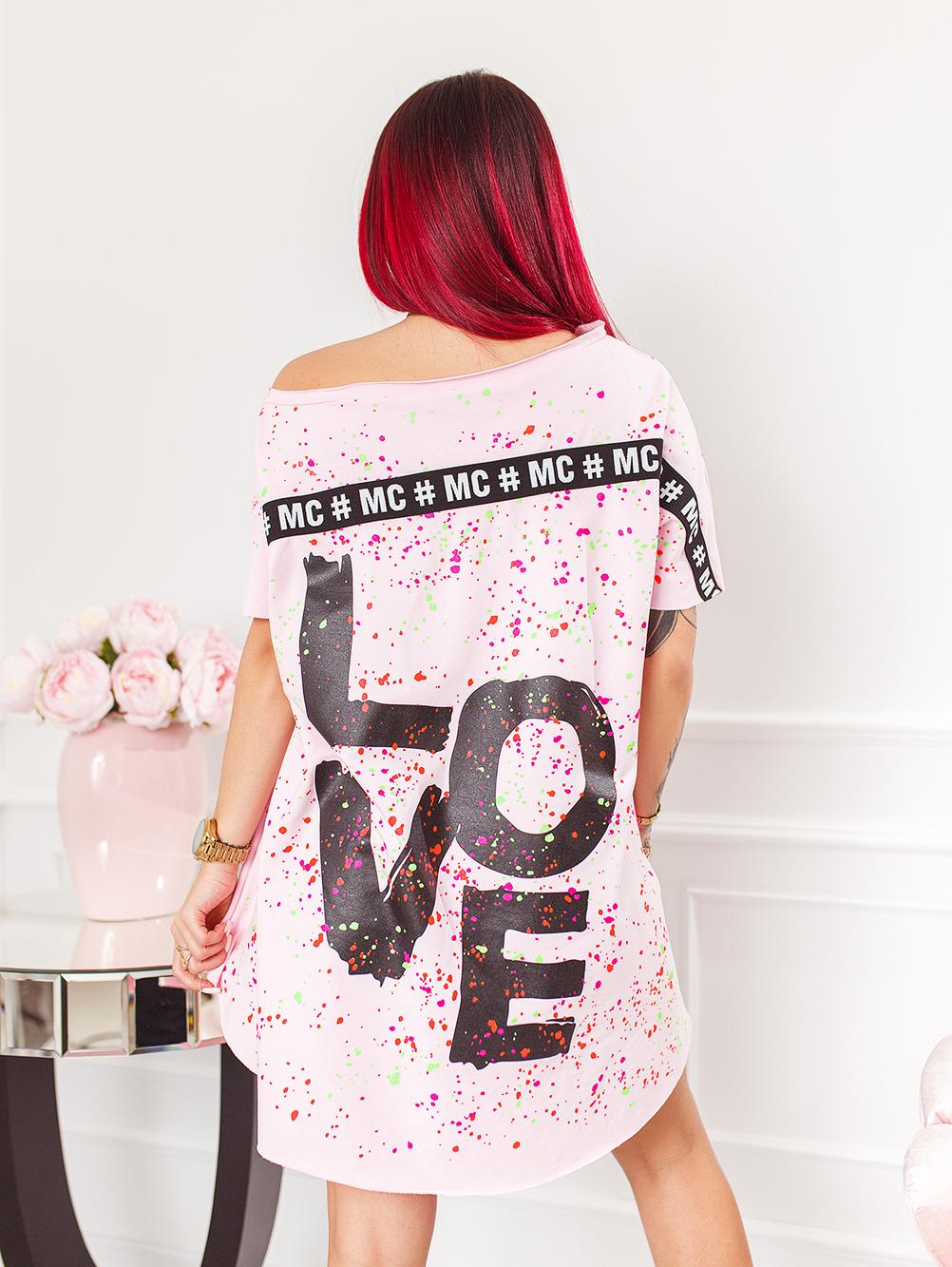 pudrowa-rozowa-bluzka-damska-z-dekoltem-w-lodke-w-kolorwe-plamki-z-napisem-love (5)