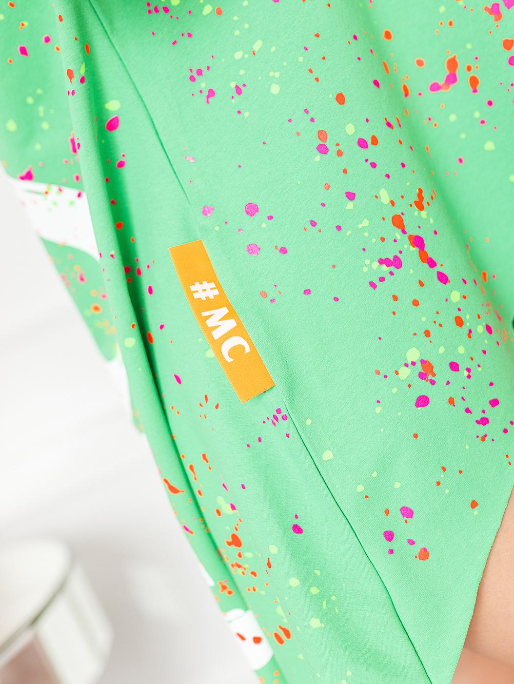 zielonaszara-bluzka-damska-z-dekoltem-w-lodke-w-kolorwe-plamki-z-napisem-love (4)-bluzka-damska-z-dekoltem-w-lodke-w-kolorwe-plamki-z-napisem-love (1)