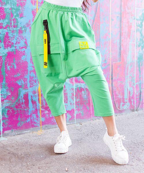 zielone-spodnie-damskie-z-opuszczonym-krokiem-za-kolano (2)