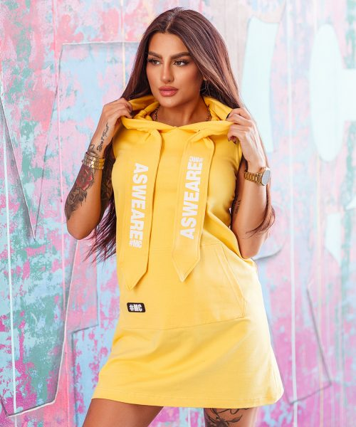 zolta-sukienka-damska-z-kapturem-i-duza-kieszenia-z-przodu (2)
