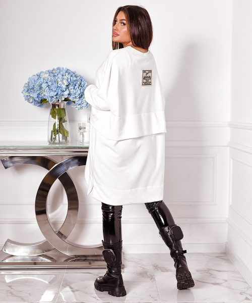 biala-bluza-damska-oversize-podwojna-z-haftowanym-napisem (4)