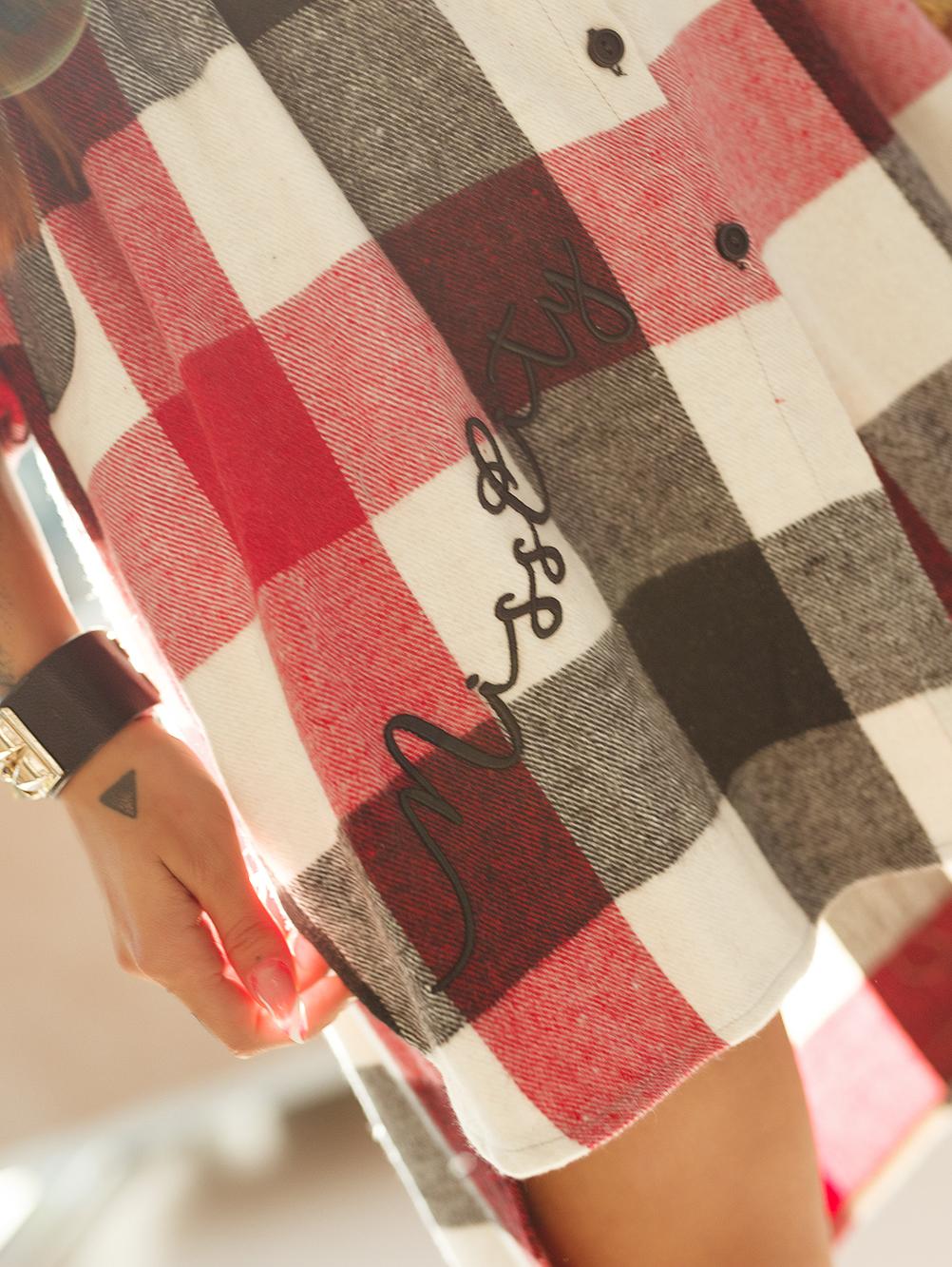 czarno-czerwona-koszula-damska-dluga-z-haftem-i-naszywka (4)