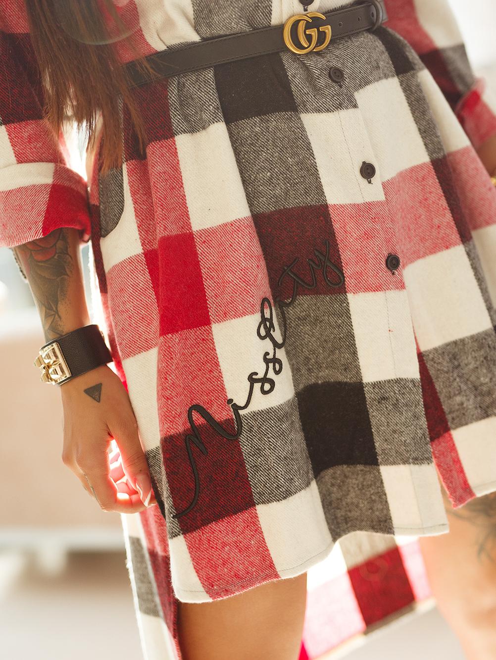 czarno-czerwona-koszula-damska-dluga-z-haftem-i-naszywka (5)